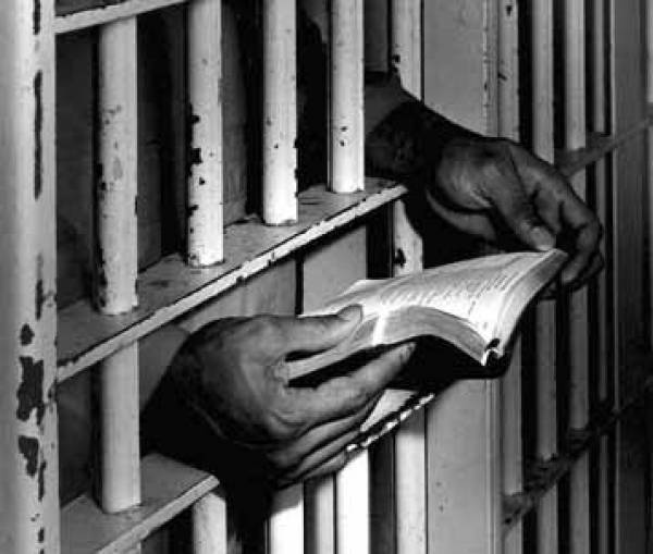 Siete de cada 10 presos pagan sobornos